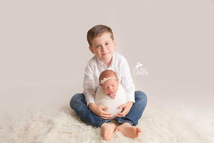 One dimple photography dfw sibling posed newborn photos