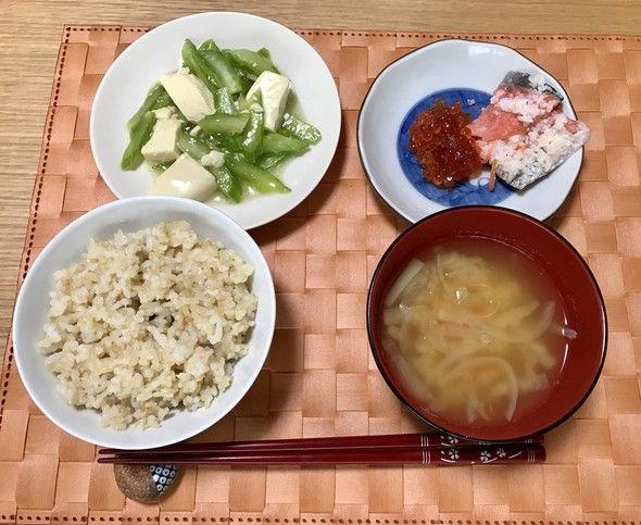 豆腐とセロリの中華風炒めで朝ごはん