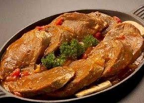 La lengua en salsa es una deliciosa receta fácil de preparar.      Este delicioso plato lo puedes acompañar de arroz blanco y si deseas le puedes agregar una papas cocinadas y bañarlas un poco con la salsa que iremos a utilizar.   Receta Lengua en Salsa ...