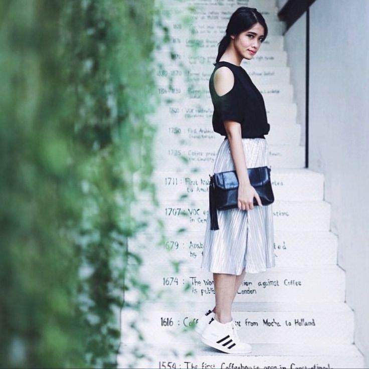 Ana Octarina in N.F.R.T Rahajeng over-the-knee pleat skirt. Now available at shopnefertiti.com.