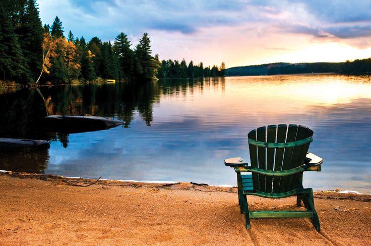 Njut av hösten!  Hösten kan vara så mysig när man får gå in igen, tända ljus och ta på sig en filt efter sommarens intensiva period. Höstens nya dofter omsluter dig i avkopplande och fridfulla dofter som Lake Sunset och fräscha November Rain. Behåll semesterns lugn med Vanilla Chai och unna dig en läcker pralin med Salted Caramel. Tänd ljus, stanna upp en stund och fortsätt njut av sensommaren!