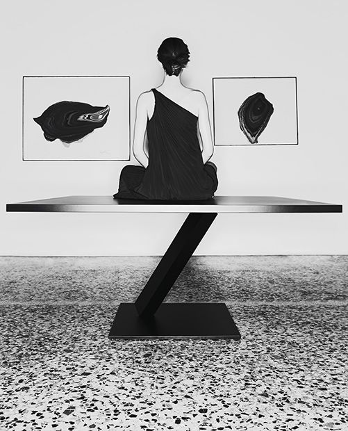A suspended table by Desalto design | Discover it on http://www.malfattistore.it/product/element-rettangolare/ | #malfattistore #interiordesign #desalto #table #minimalism #moderndesign #oriental #shoponline #madeinitaly