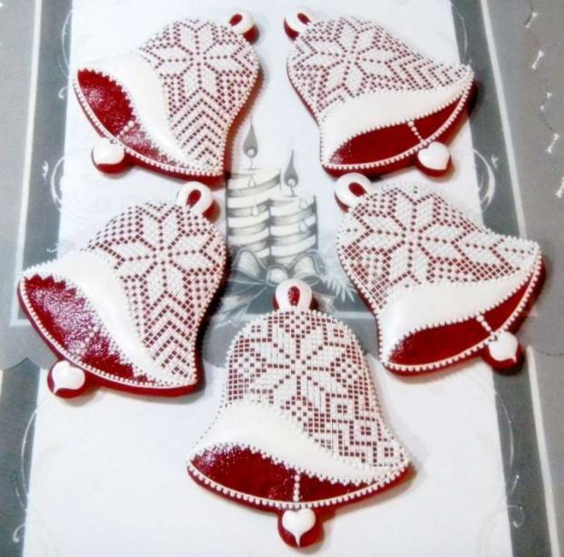 Medovníkové zvončeky na vianočné chvíle. Autorka: Bobka Š. Vianoce, medovníky, zvončeky, zdobenie, poleva. Artmama.sk