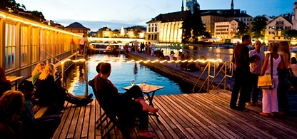 Zurich has a wide range on restaurants and bars. Picturesque evening in the Barfussbar (barefoot bar)