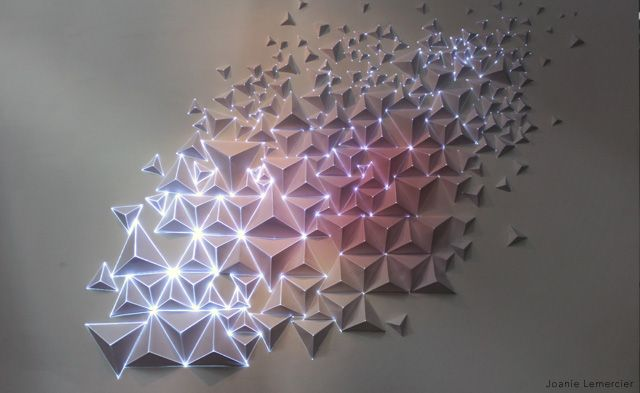 Really excited by @JoanieLemercier's experimentation with projection mapping onto 3D origami-like surfaces