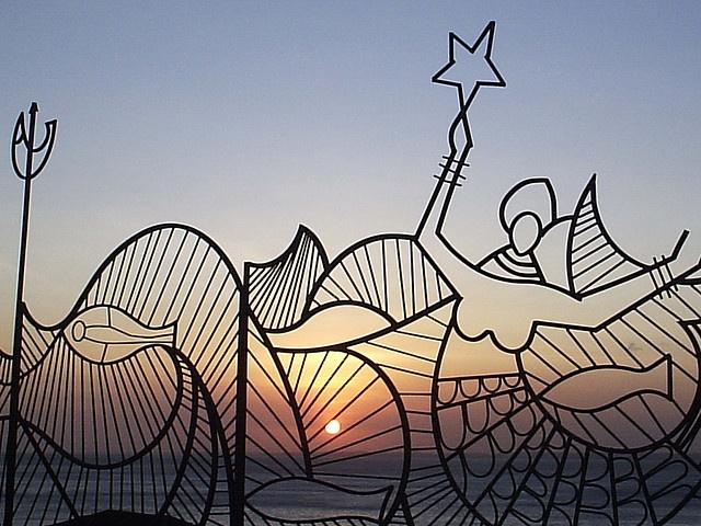 Homenagem a CARYBÉ - Pôr-do-sol sob o gradil do MAM - Salvador, Bahia, Brasil.