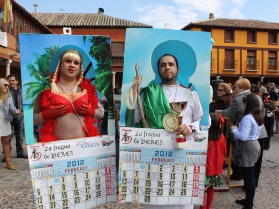 Paulino SánchezLa Solana La Plaza Mayor solanera se llenó de público en la mañana del domingo de Piñata, para asistir a la entrega de premios a los ganadores de los concursos de carnaval convocados por el Ayuntamiento solanero. Como es habitual el último de los premios de este año ha sido el de la máscara …