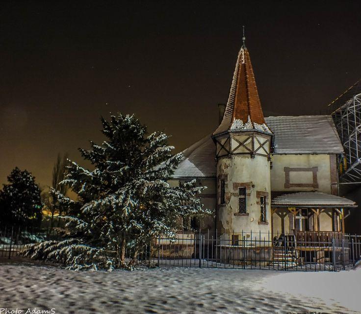 Domek Ogrodnika w Gliwicach, w parku miejskim. Dom jak i sam park pochodzi z XIX wieku, w swej budowie nawiązujący do idei Domku Goethe'go w weimarskim parku.