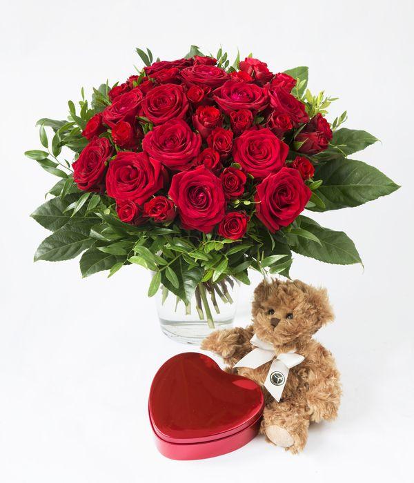 Rosebukett med hjertekonfekt og bamse fra Interflora. Om denne nettbutikken: http://nettbutikknytt.no/interflora-no/