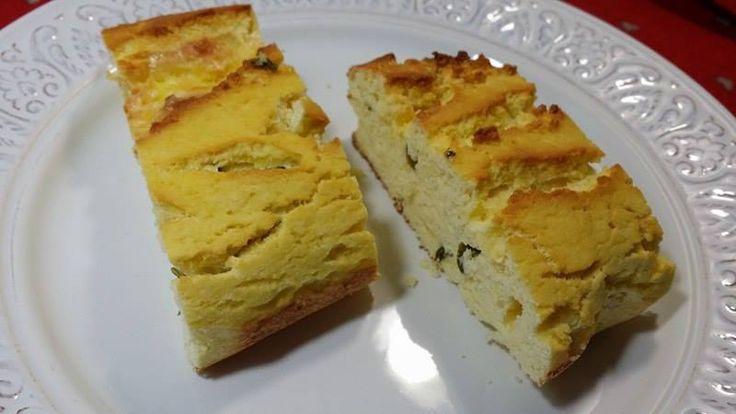 Incearca o reteta simpla de paine keto aromata cu branza si fire proaspete de ceapa verde strecurate in aluat!