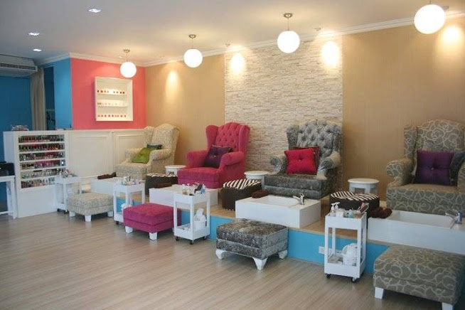 OK - lovet his idea.. elevated area with matching ottmans that stylist sits on. C'est Leb Nail Salon, Bangkok Thailand