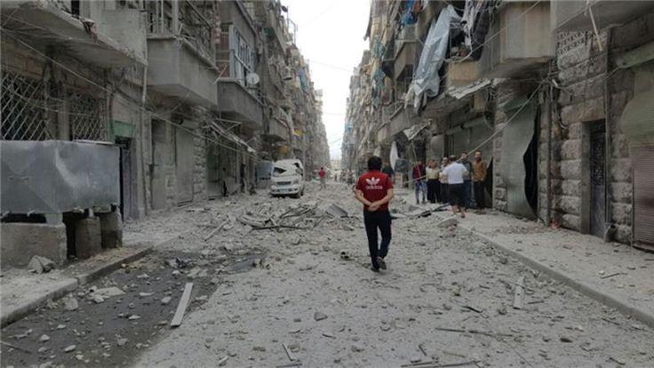 Sepekan Serangan Udara Rezim Suriah di Aleppo Bunuh 244 Warga Sipil  Sepekan serangan udara rezim Suriah dukungan Iran milisi Hizbullah dan Rusia di Aleppo telah membunuh lebih 240 warga sipil. (Foto: Al Jazeera)  SALAM-ONLINE: Rezim Suriah telah melakukan lebih dari 12 kali serangan udara di Aleppo dengan bantuan Iran milisi Hizbullah dan Rusia khususnya. Dalam waktu lebih sepekan kekerasan berlangsung korban meninggal dari warga sipil juga meningkat menurut sumber-sumber lokal.  Dalam…