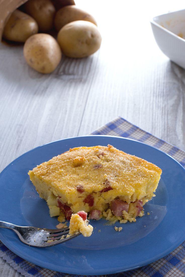Gateau di patate: un irresistibile pasticcio di patate, formaggi e salumi. Lo chef Roberto Di Pinto ci mostra come prepararlo. [Potato casserole]