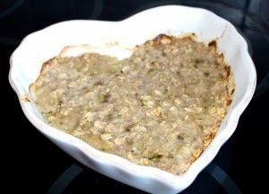 Hej igen! Jaglovade er på ett recept på en nyttig rabarberpaj jag testade fram igår. Den blev helt okej och fick godkänt av både barn och vuxna här hemma. Testa och se vad ni tycker. Rabarberpaj med segt banantäcke (3-4 portioner) Rabarber 1 banan 1 msk honung 1 dl havregryn Gör så här: Rensa och skär rabarbern i bitar. Lägg dem så de täcker botten i en ugnssäker form. Mosa bananen och rör ner honung och havregryn i bananmoset. Fördela bananmoset över rabarbern. Grädda nederst i ugnen, 200…