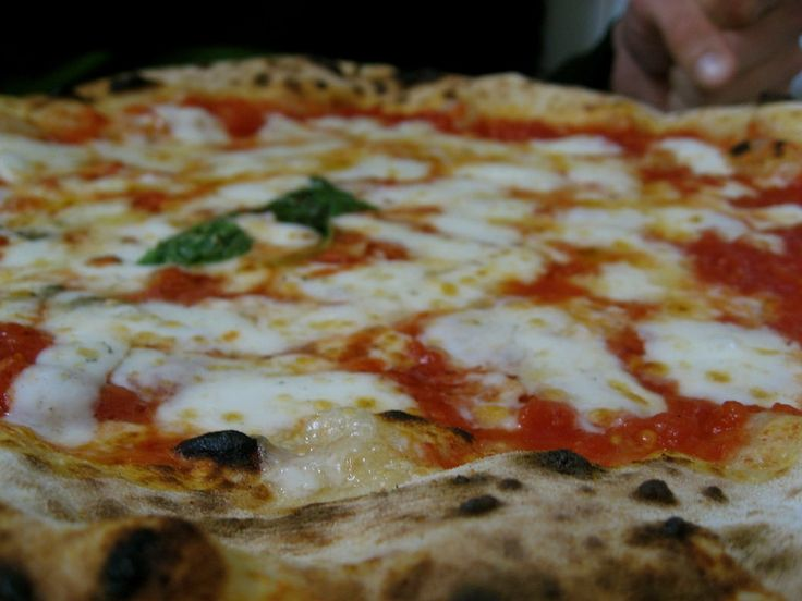Cheesy goodness at Pizzeria da Michele | © Sami Keinänen/Flickr