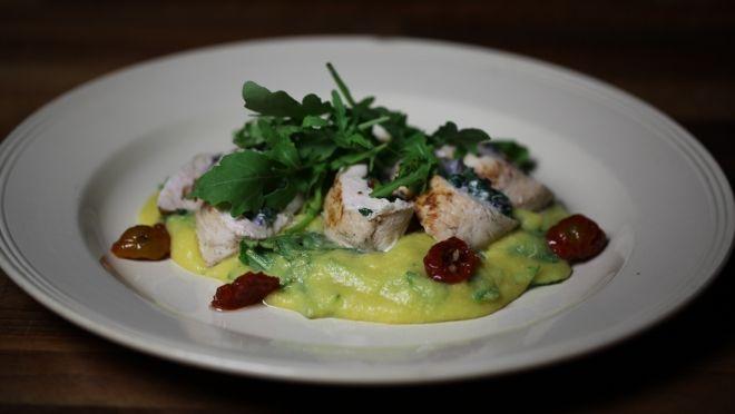 Punjena pileća prsa sa italijanskom palentom - recept | 24Kitchen