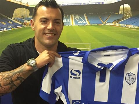 Wallace moves to Sheffield Wednesday
