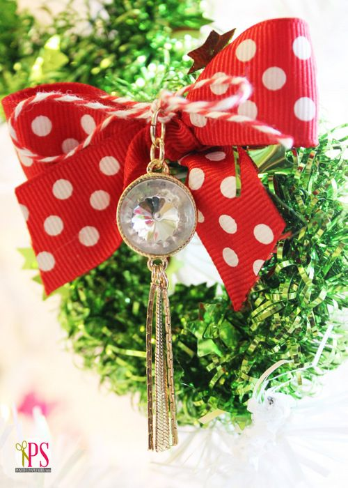 Miniature Tinsel Wreaths with Styled by Tori pendant. www.PositivelySplendid.com #Christmas #Wreath