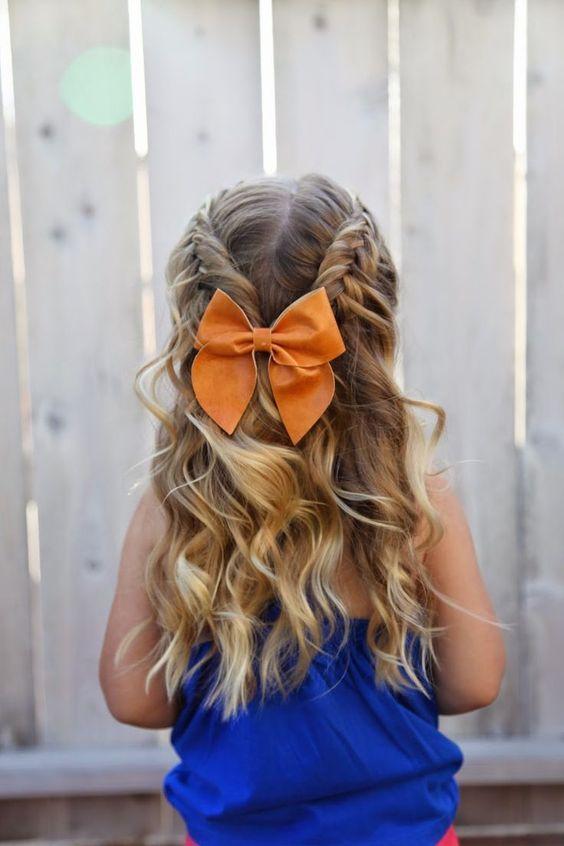 Nice braided hairstyle for girls - Bonito peinado trenzado para niñas con accesorios.