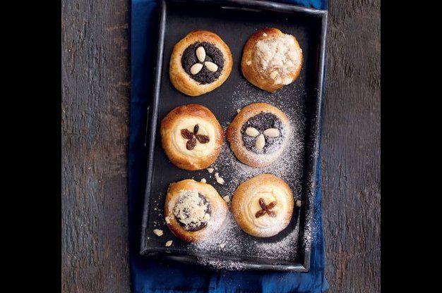 Tlačené koláčky s mákem děláme podle receptu pana Vaňka z jeho kuchařky. A s pořádnou dávkou náplně.