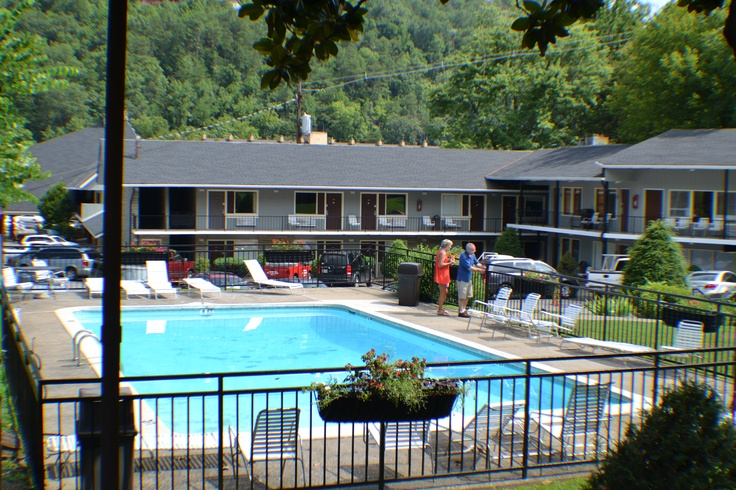 Four season motor lodge in downtown gatlinburg tn www for Motor lodge gatlinburg tn