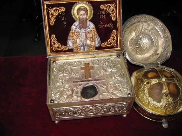Άγια λείψανα του Αγίου Γρηγορίου του Παλαμά και του Αγίου Διονυσίου του Αρεοπαγίτου (Ιερά Μονή Γρηγορίου, Άγιον Όρος) - Holy relics of St. Gregory Palamas and St. Dionysius the Areopagite (Holy Monastery of Gregoriou, Mount Athos)