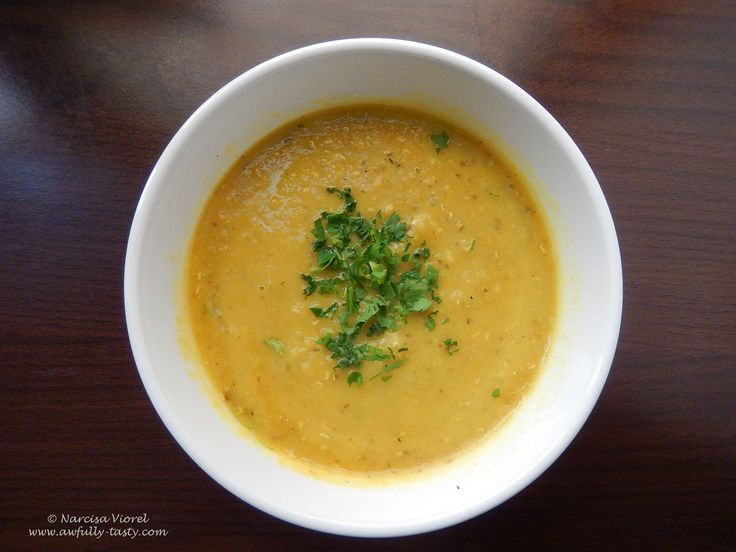 Supa de linte rosie in stil libanez.  Red lentil soup- Lebanese style.