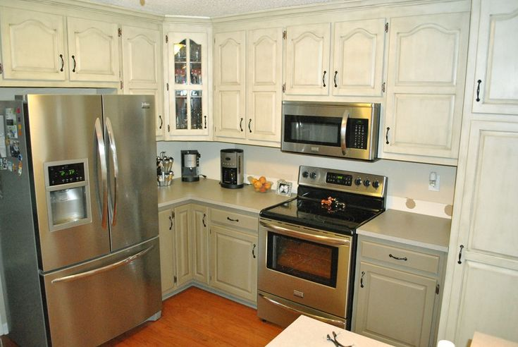 Diy painting kitchen cabinets kitchen renovation for Bi colored kitchen cabinets