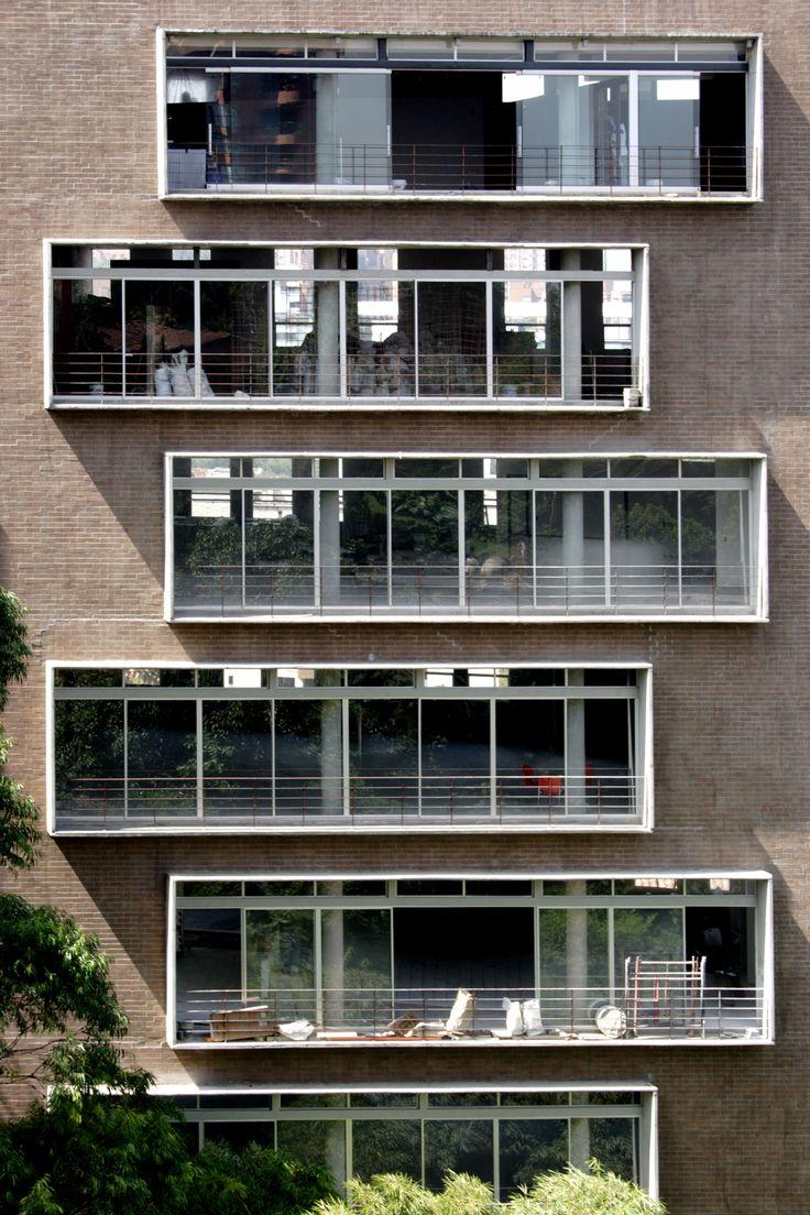 Fachadas edificios modernas buscar con google fachadas for Fachadas de viviendas modernas