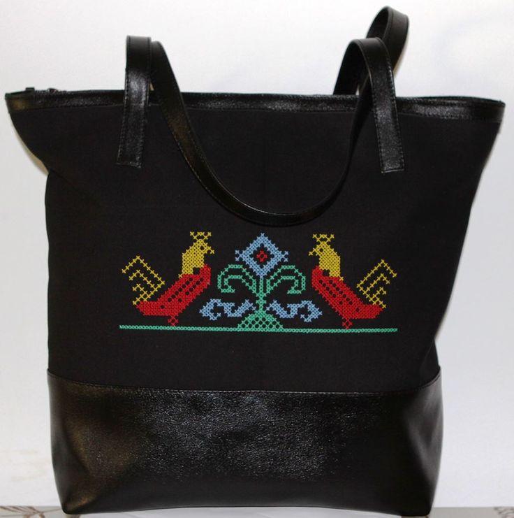 Geanta Tote All Day Long - Clasica, dar mereu la moda, am creat o geanta tote incapatoare infrumusetata cu o broderie traditionala romaneasca.