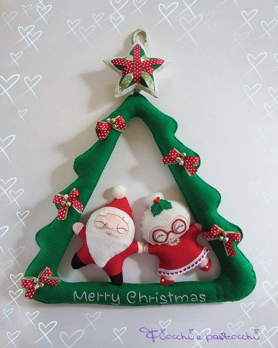 Ghirlanda pannolenci con Babbo Natale e Befana, decorazione Natale feltro, Mr e Mrs Santa Claus kawaii, decorazione Natale di pannolenci