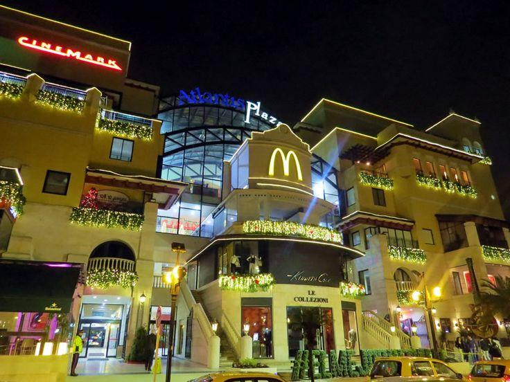 20. Centro Comercial Atlantis  cerca del Hotel Sofitel Bogotá Victoria Regia