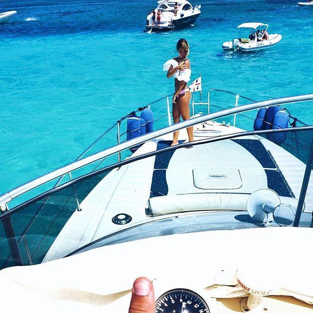 Taking me to paradise  . . . . . . . . . #sardegna#sardinia#sardinien#cerdeña#sardaigne#spargi#arcipelagodilamaddalena#bestvacations#italianlandscapes#worldplaces#luxuryworldtraveler#vip_world_photo#ig_worldclub#igersitalia#italiancouple#boatlife#portocervo#costasmeralda#mediterranean#world_besttravel#italy#beautifuldestinations#discoverearth#travelawesome#yacht#water_captures#awesome_earthpix#travelblogger
