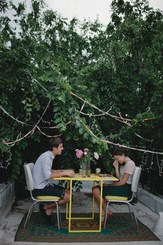 Have a romantic dinner for two outside! Image via Kinfolk