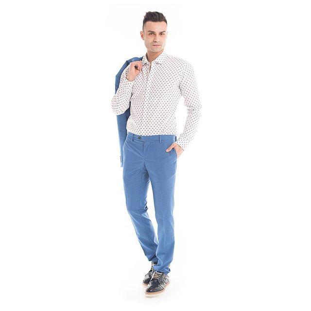 Tra i #trend2016 si riconferma il #blu:  per proposte più classiche o #outfit più casual, esso sarà presente durante questa stagione in tutte le sue tonalità e sfumature.  E secondo voi, quale sarà il #colore dell'#estate?    #GianVargian #ss16