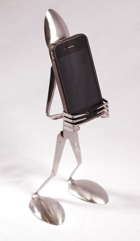 how to make a mobile phone stand out of cutlery