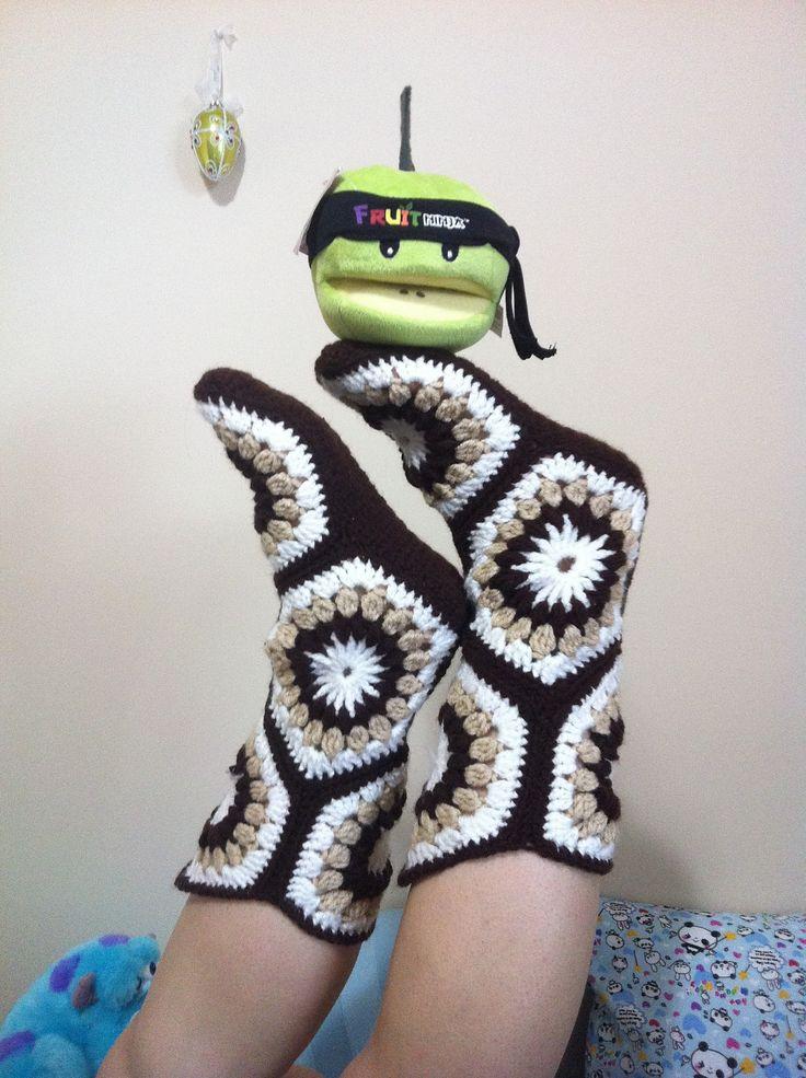 Hexagon Boot Slippers By Priscilla Hewitt - Free Crochet Pattern - (ravelry)*༺✿ƬⱤღ  http://www.pinterest.com/teretegui/✿༻