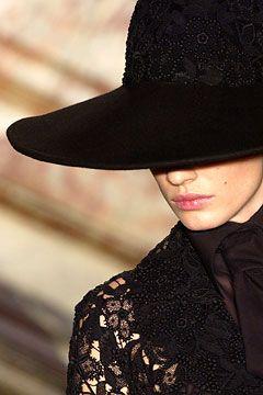 moda-senza-tempo:.   -->Elsie RC  Givenchy Spring 2003 Couture