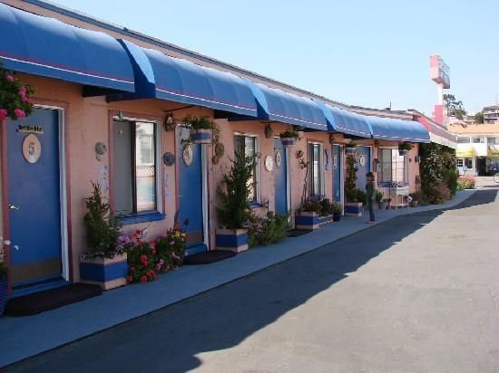 Seaside Motel Cayucos Ca Cutest Garden Overlooking The Ocean With Lots Of Comfy Adirondack Chairs