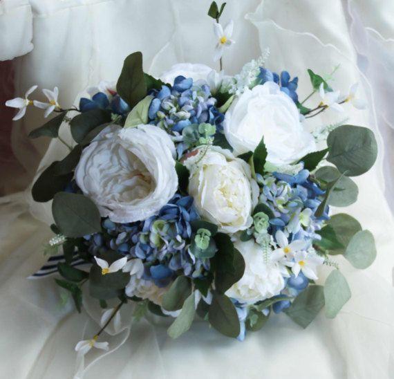 Ramo de novia boho. Ramo blanco y azul. Eucalipto peonía