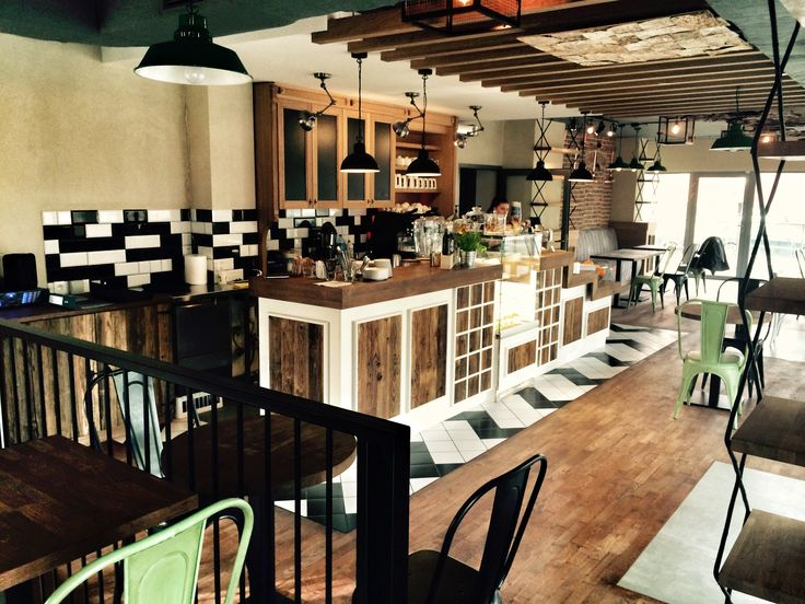Lunch bar in Cracow. Loft & industrial interior.