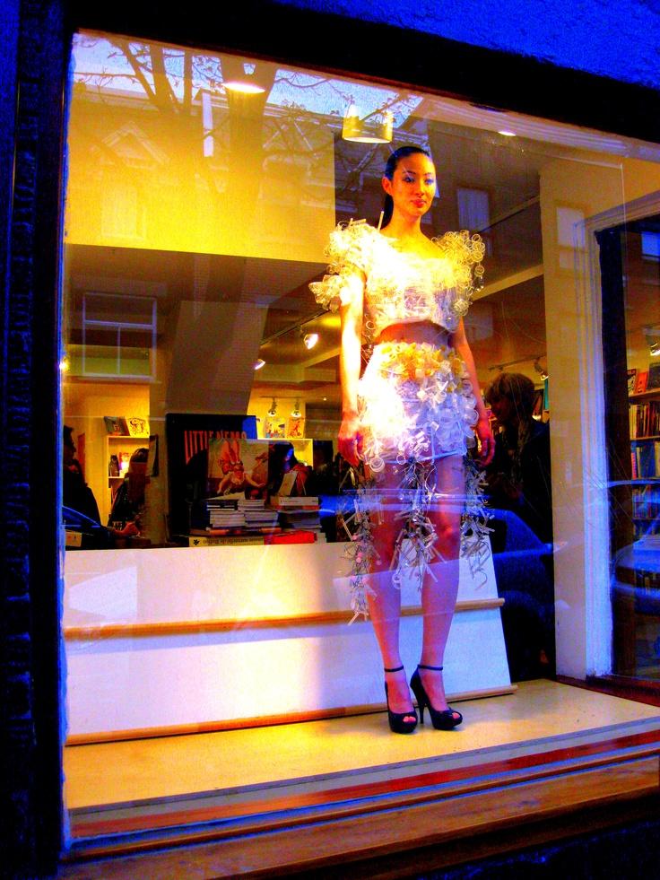 Helmer glass dresses tonight ...    http://www.vigilantfashionista.com/helmer-glass-dresses-haute-couture-librairie-le-port-de-tete/