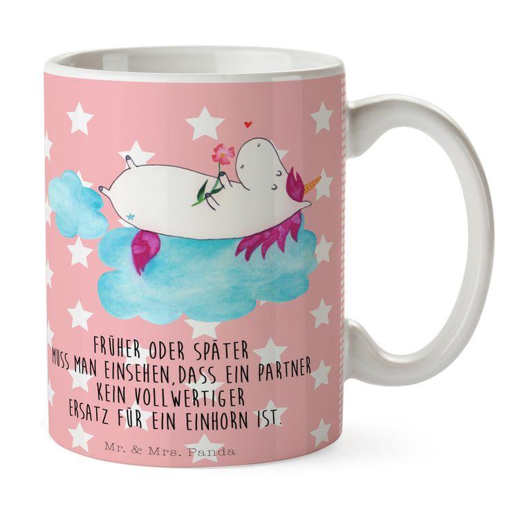 Tasse Einhorn verliebt auf Wolke aus Keramik  Weiß - Das Original von Mr. & Mrs. Panda.  Eine wunderschöne spülmaschinenfeste Keramiktasse (bis zu 2000 Waschgänge!!!) aus dem Hause Mr. & Mrs. Panda, liebevoll verziert mit handentworfenen Sprüchen, Motiven und Zeichnungen. Unsere Tassen sind immer ein besonders liebevolles und einzigartiges Geschenk. Jede Tasse wird von Mrs. Panda entworfen und in liebevoller Arbeit in unserer Manufaktur in Norddeutschland gefertigt.     Über unser Motiv…