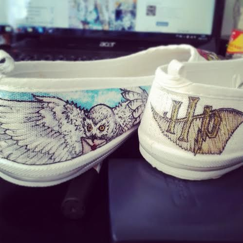 HARRY POTTER shoes! Please come see more on www.facebook.com/fauvebcreations ! :) #harry #potter #harrypotter #shoeart #art #artist #drawing #hedwige #owl #letter #mail #hp #fauvesshoes #fauve #diy #handmade