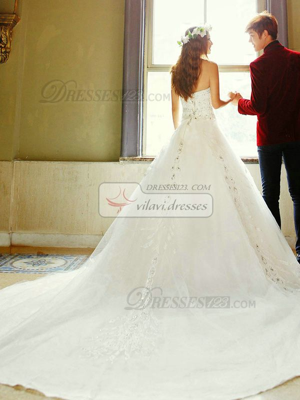 100% Maßgeschneiderte A-line Liebsten Kapelle Zug Lace Kristallen und Strass Hochzeit Kleider, freies Verschiffen Preis: US $ 279 - VILAVI Kleider http://de.dresses123.com/a-line-sweetheart-chapel-train-lace-crystals-and-rhinestones-wedding-dresses-p-2708.html
