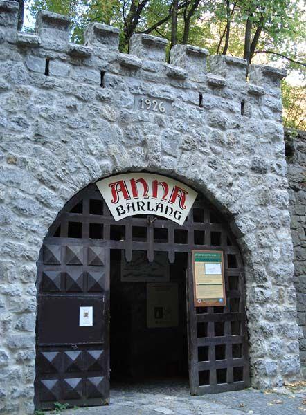 LILLAFÜRED. Az Anna-barlang bejárata