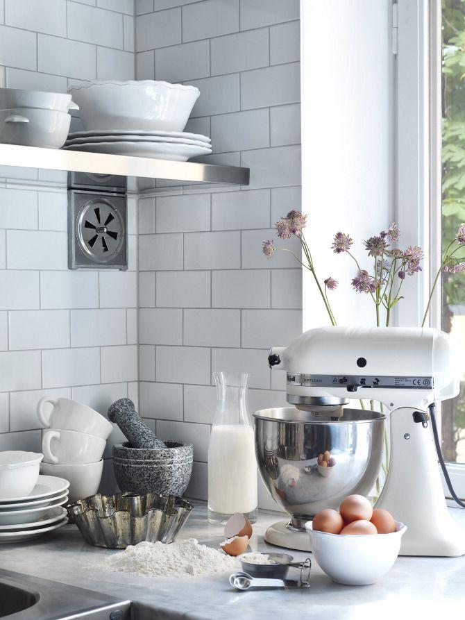 subway tiles, kitchen styling ~