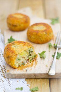 Vis aardappel koekjes. Witvis met gerookte forel met aardappelpuree. Fris door de koriander, pittig door de Spaanse peper - Es factory !