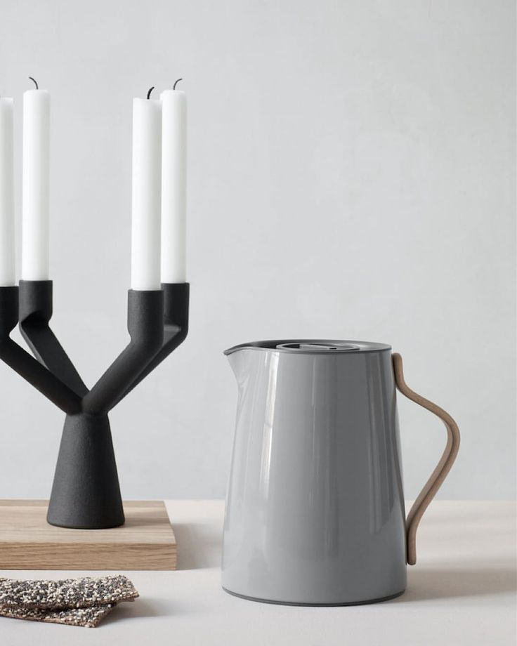 Instagram 上的 Stelton:「 Enjoy the weekend. Set the mood with our Naked candleholder and keep your tea warm with the Emma vacuum jug. _ #stelton #emmacollection #nakedcandleholder #candleholder #vacuumjug #nordicstyle #nordichomes #homedecor #interiordesign #design #nordicdesign 」