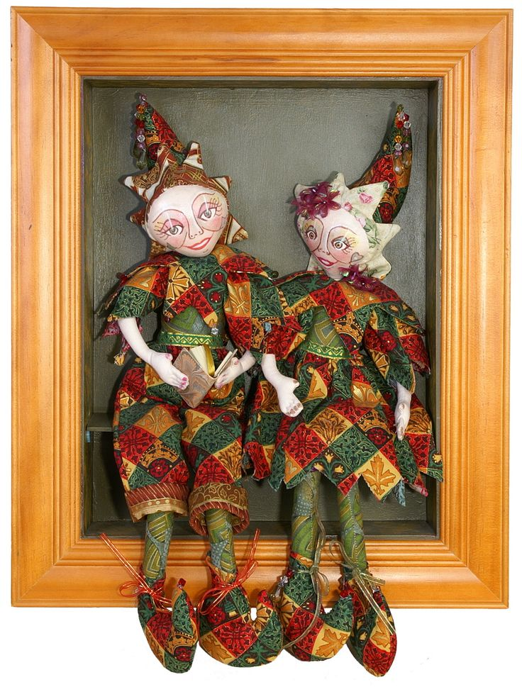 The twins in a picture frame, Handmade and sold by Thanks I Made It Myself . Workshops are available for these dolls.